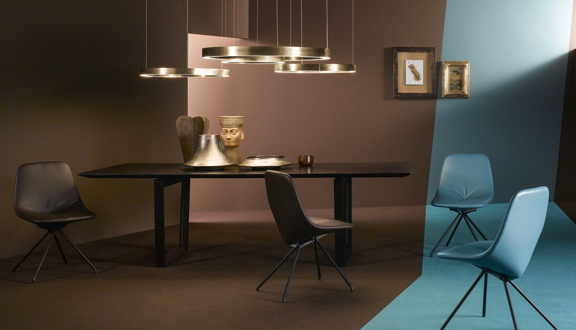 poltrona frau du 30 chair everything but ordinary. Black Bedroom Furniture Sets. Home Design Ideas