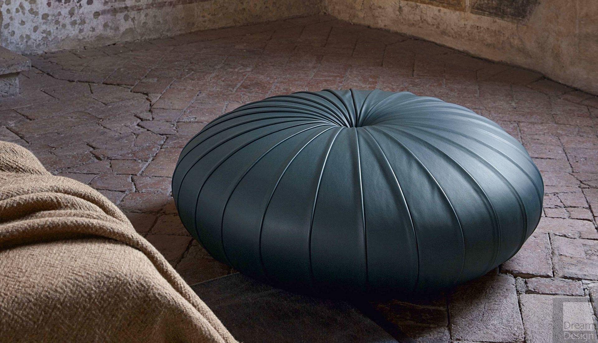 poltrona frau esedra pouf by monica f rster everything but ordinary. Black Bedroom Furniture Sets. Home Design Ideas